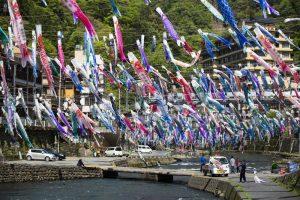 杖立の鯉のぼり祭り(阿蘇郡小国町)